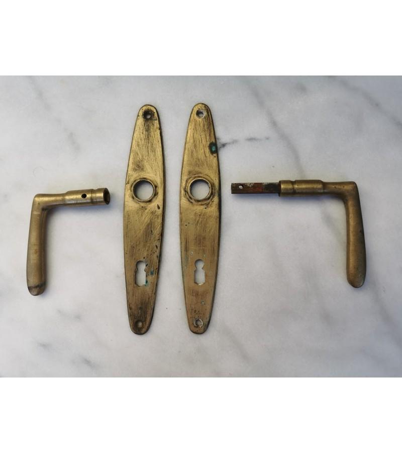 Rankena durų antikvarinė, žalvarinė. Kaina 27