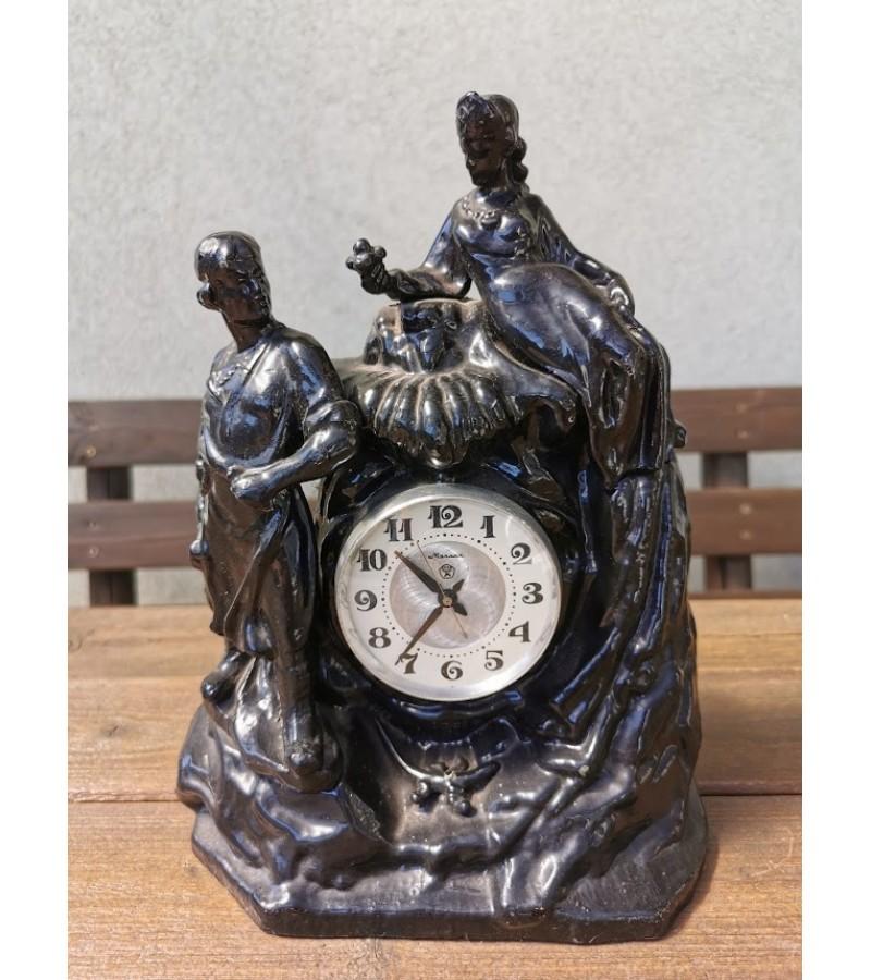 Laikrodis-statula tarybinių laikų, sunkus. Kaina 48