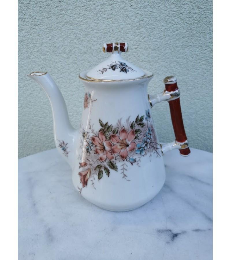 Arbatinis antikvarinis, porcelianinis. Kaina 18