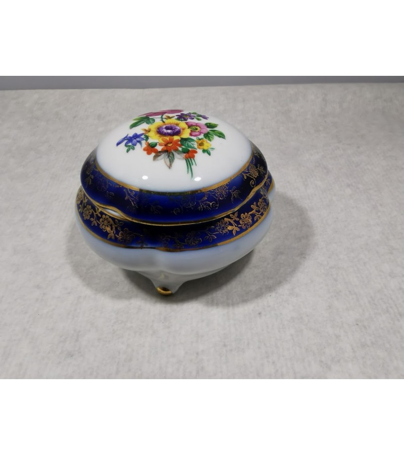 Dėžutė porcelianinė vokiška. Kaina 23