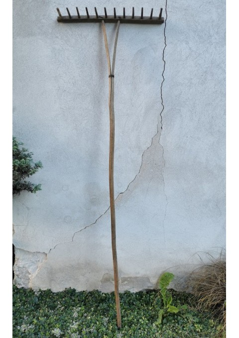 Grėblys medinis, antikvarinis. Kaina 32