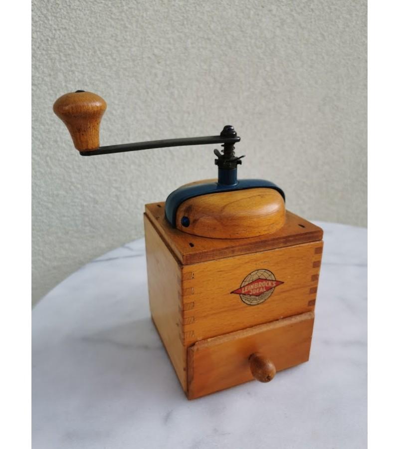 Kavamalė medinė, vintažinė. Kaina 26