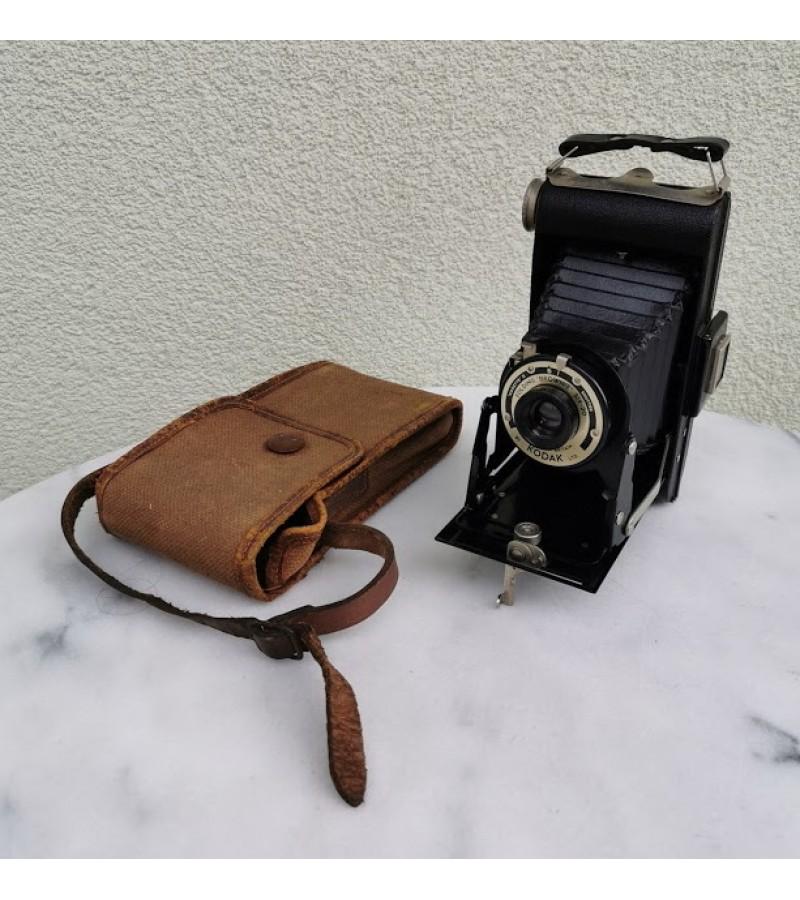 Fotoaparatas dumplinis, antikvarinis Kodak Brownie originaliame dėkle. Kaina 62