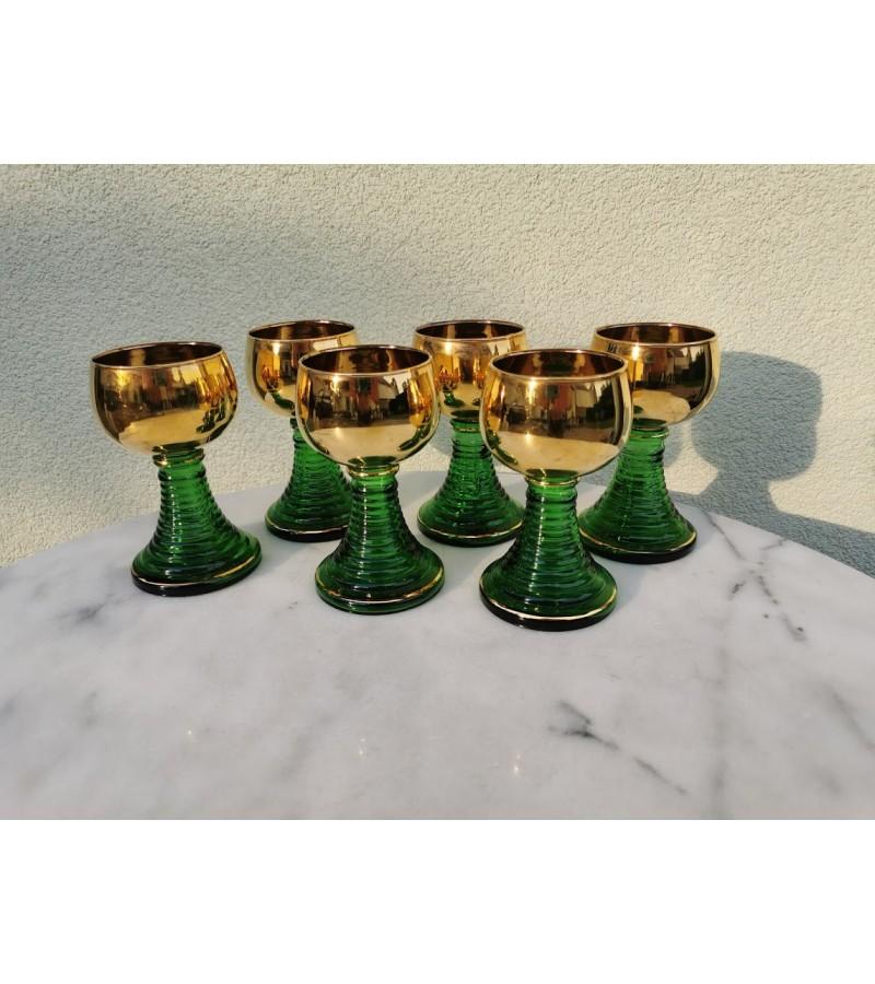 Taurės žalio stiklo, auksuotos, vintažinės. 6 vnt. Kaina 72 už visas.