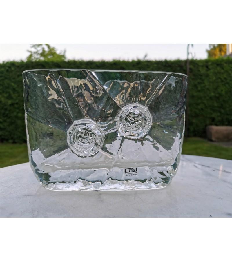 Vaza stiklinė, vintažinė. Kaina 32