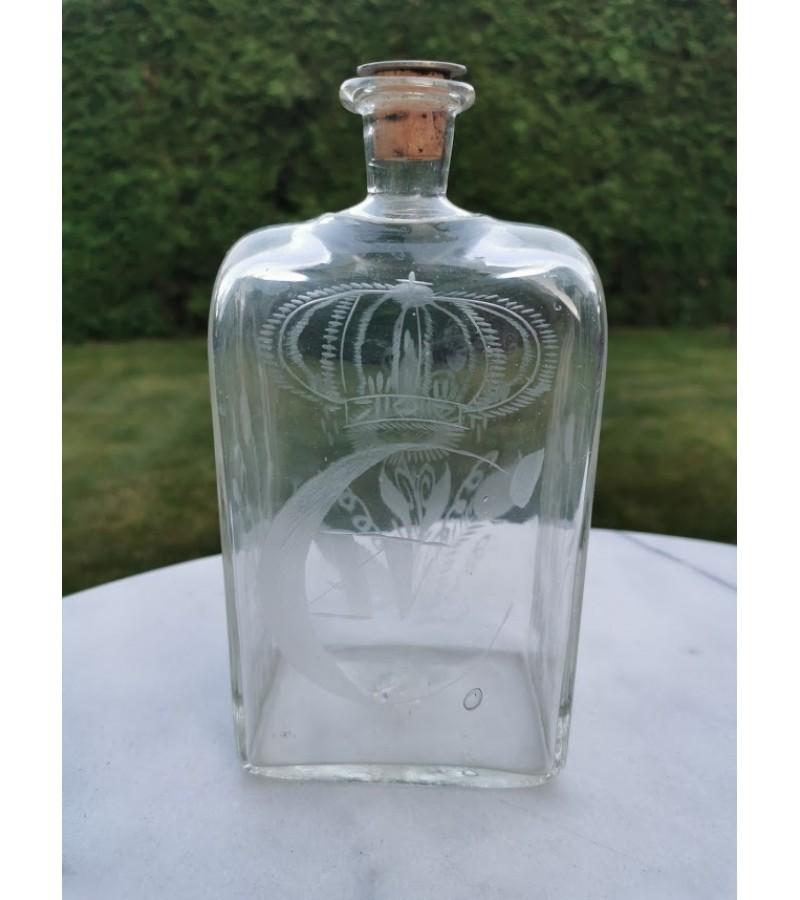 Grafinas, butelis viskiui, raižyto stiklo, antikvarinis. Kaina 16