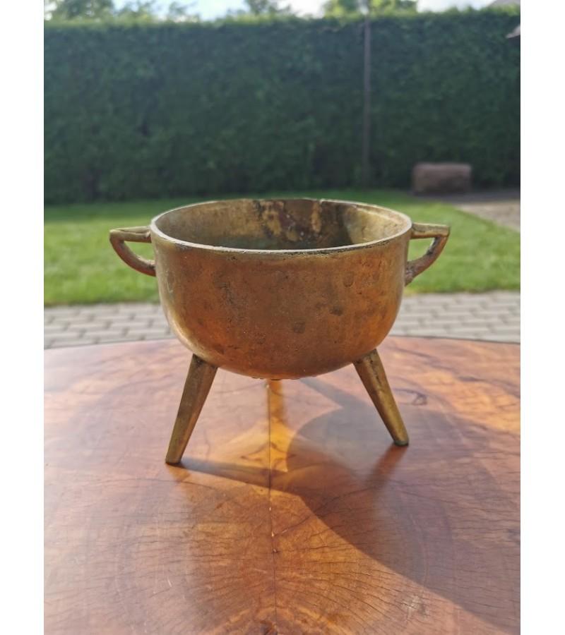Indas antikvarinis, bronzinis ant trijų kojų. Kaina 21