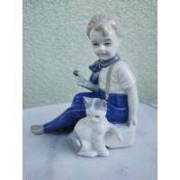 Statulėlė porcelianinė Mergaitė su katinu. Kaina 32