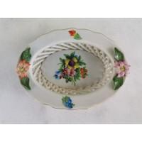 Lėkštutė maža, porcelianinė, tapyta. Kaina 11