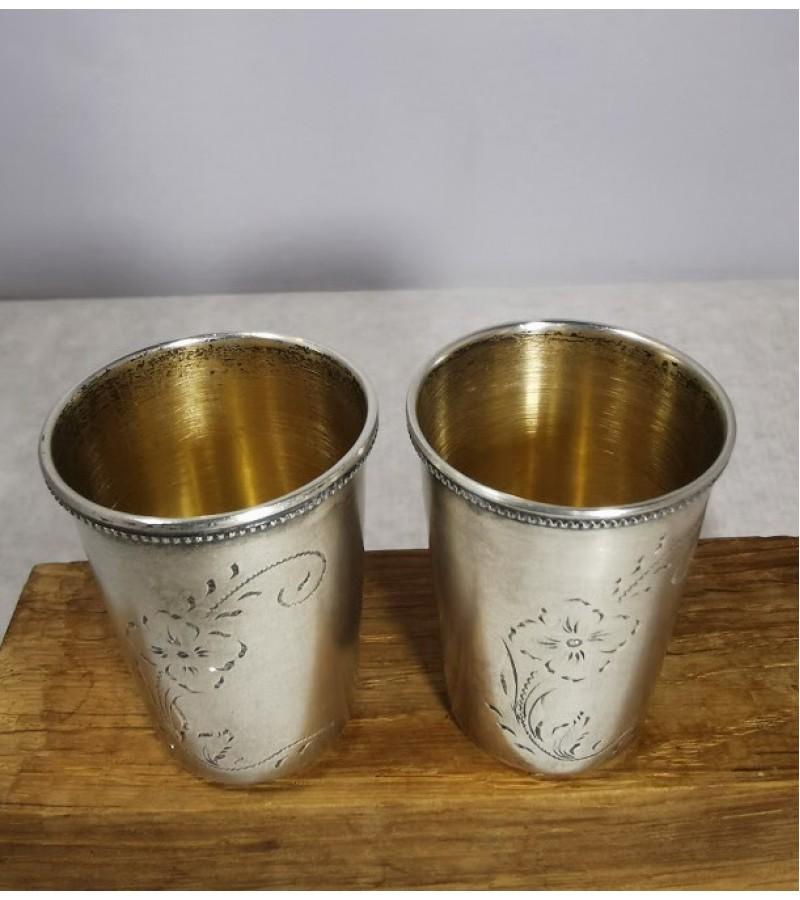 Taurelės, stikliukai sidabrinės, ornamentuotos. 2 vnt. Praba 875. Svoris abiejų 57 gr. Kaina abiejų 122