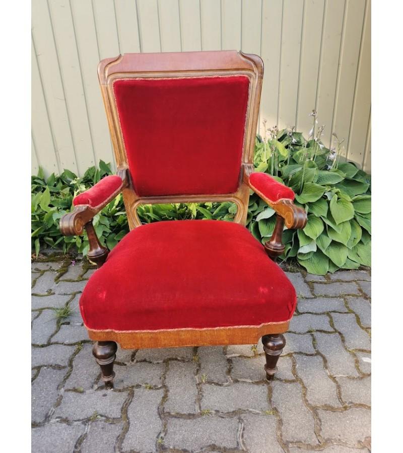 Fotelis, krėslas tvirtas ir patogus, antikvarinis. Kaina 128