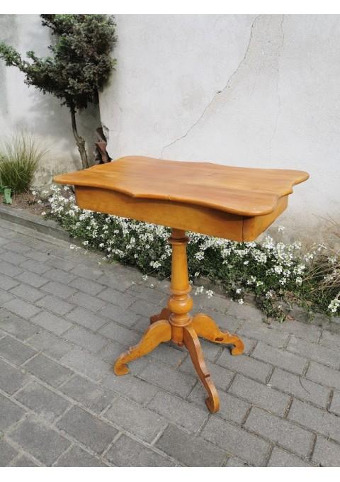 Stalelis antikvarinis su stalčiumi. Kaina 72