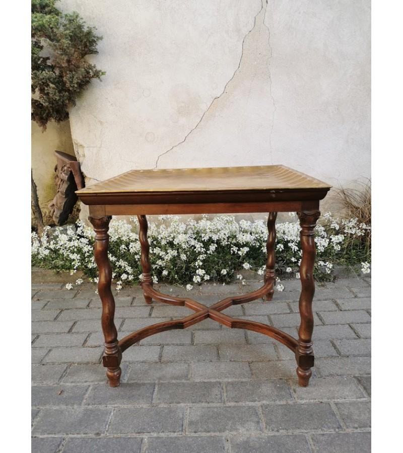 Staliukas antikvarinis nuimamu variniu padėklu gėlėms, karštiems daiktams ar pan. Kaina 117