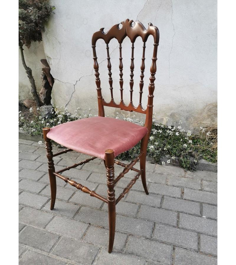Kėdė elegantiška, antikvarinė. Tvirta, medinė. Kaina 52