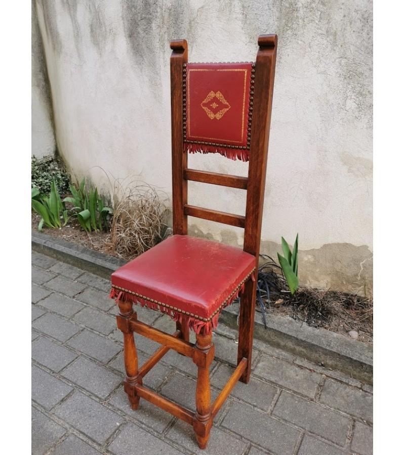 Kėdė nedidelė. Kaina 36