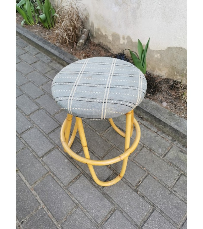 Kėdė bambuko kojom senoviška. Tvirta. Kaina 28