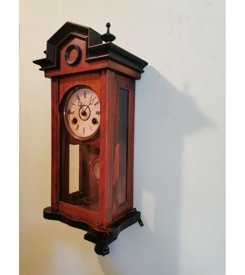 Laikrodis antikvarinis, pakabinamas, nedidelis. Kaina 42