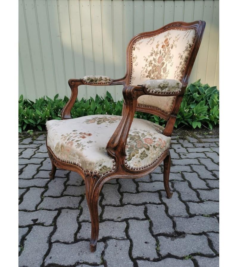 Fotelis, krėslas antikvarinis, platus ir patogus. Kaina 157