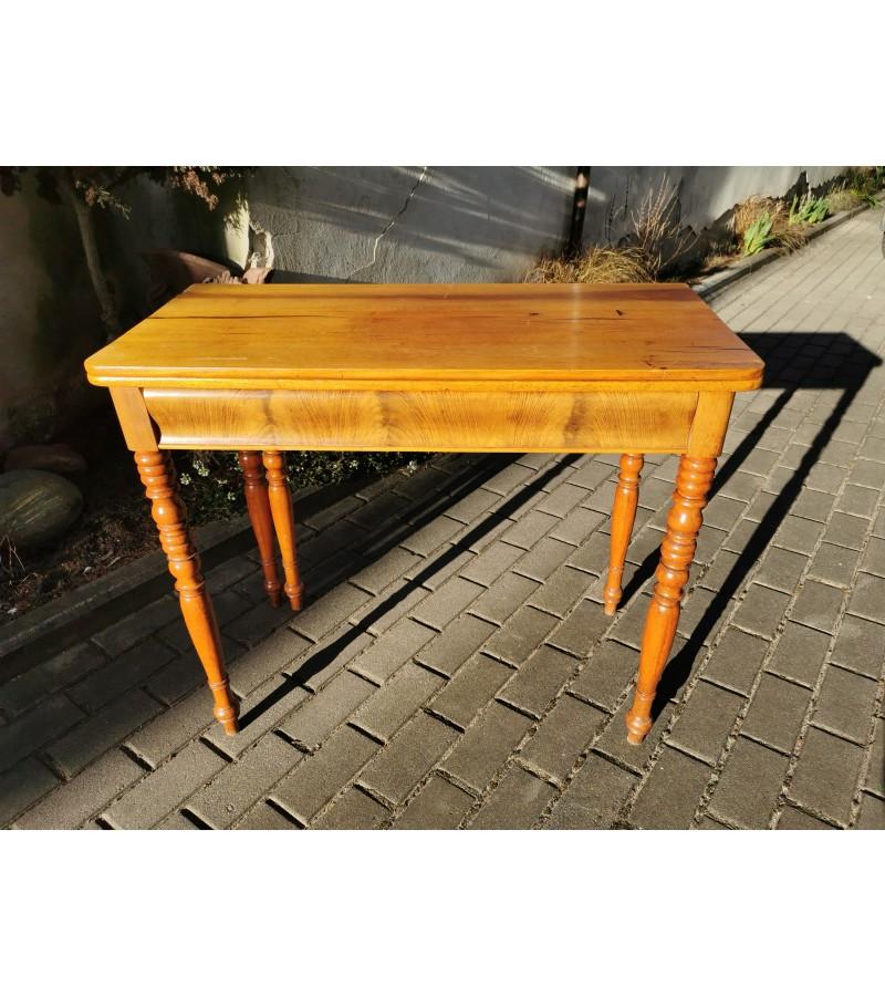 Konsolė - staliukas atlenkiamas, antikvarinis su papildoma atramine koja. Tvirtas ir stabilus. Kaina 162