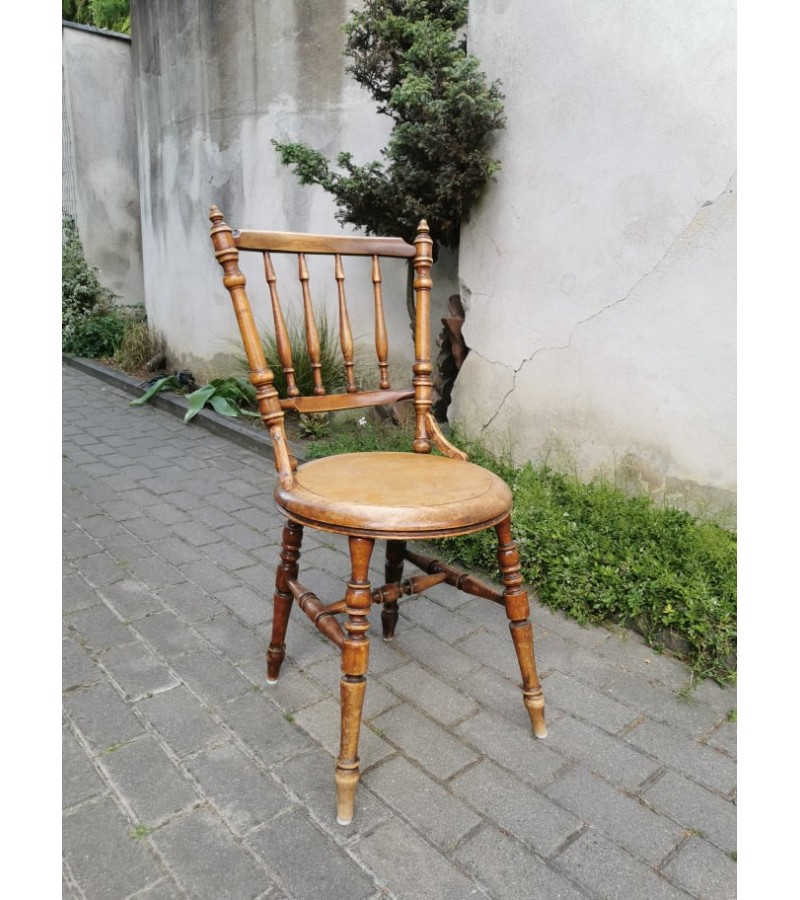 Kėdė antikvarinė. Kaina 37