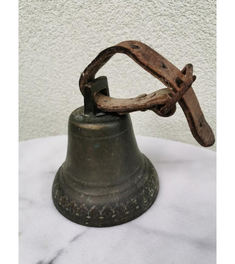 Varpas antikvarinis su odine rankena. Kaina 42