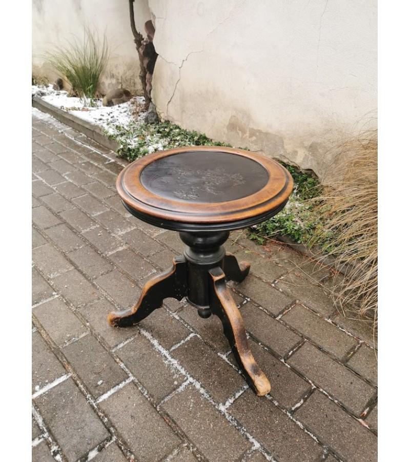 Kėdė sraigtinė, antikvarinė, painino. Kaina 157