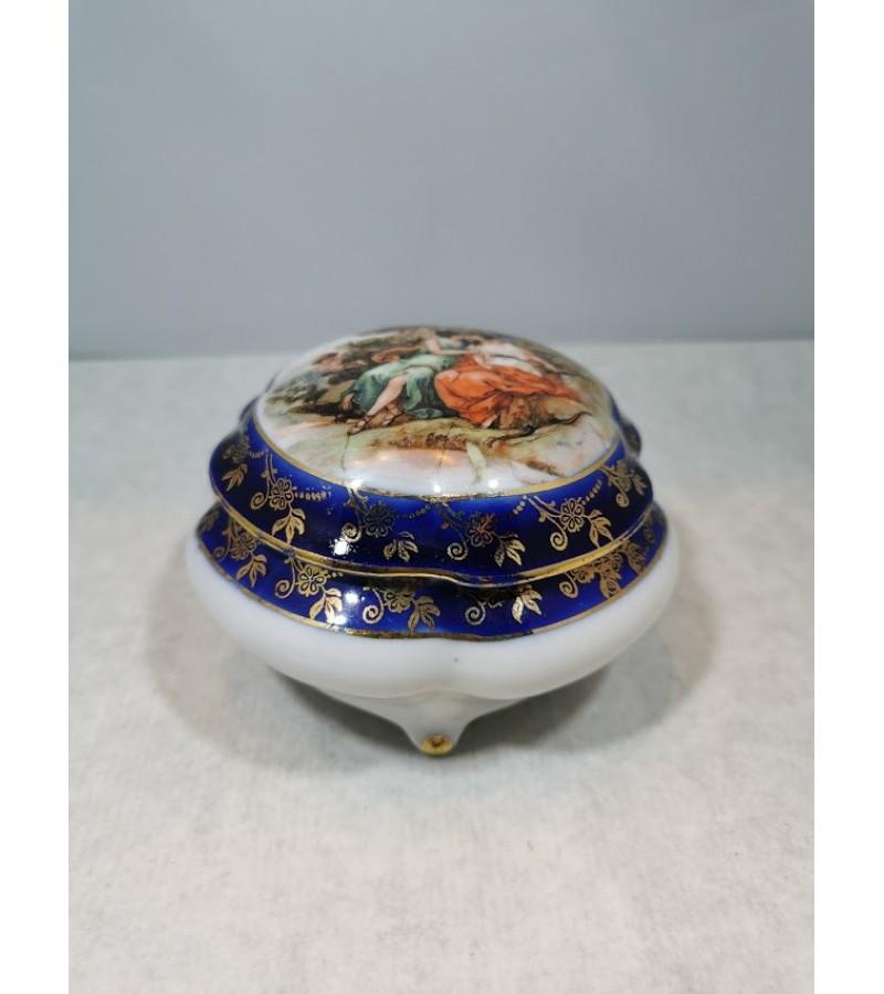 Dėžutė porcelianinė. Kaina 26