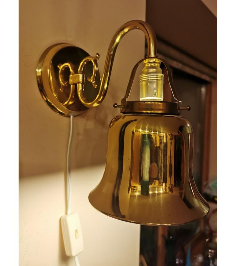 Šviestuvas sieninis, bra lempa, metalinė, aukso spalvos, antikvarinio stiliaus. Veikianti. Kaina 36